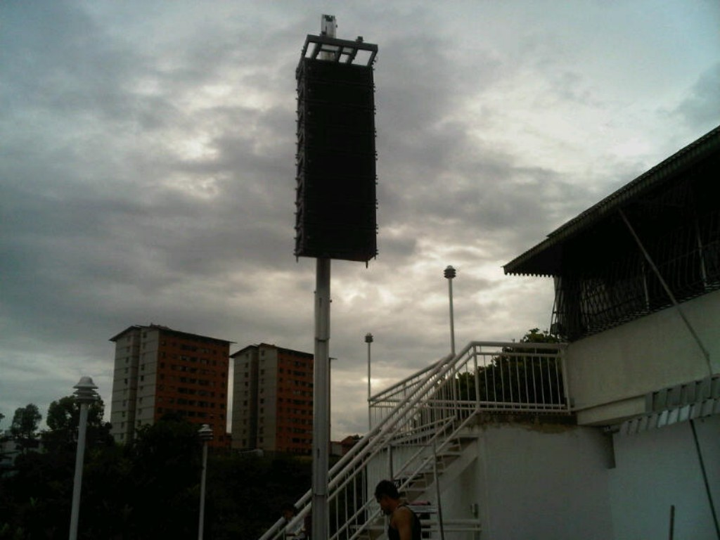 Lifting tower with line-array @ (Venezuela)