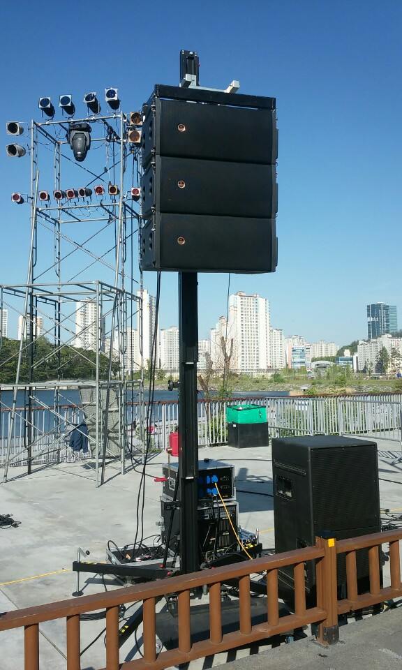 Lifting tower with line array @ (South Korea)