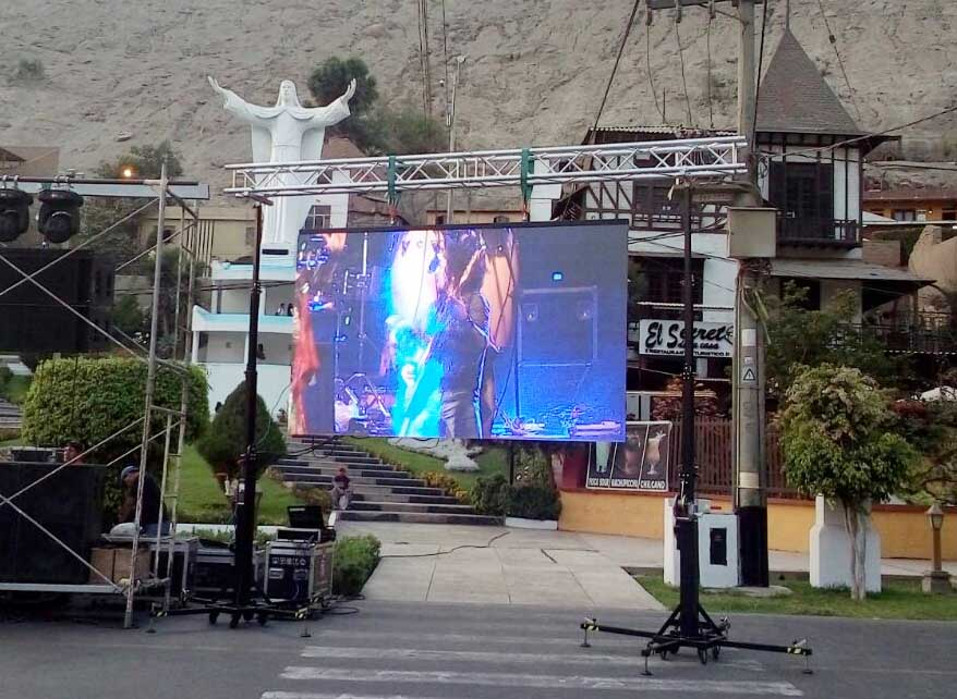 Towers with LED screen @ Lurigancho-Chosica (Peru)