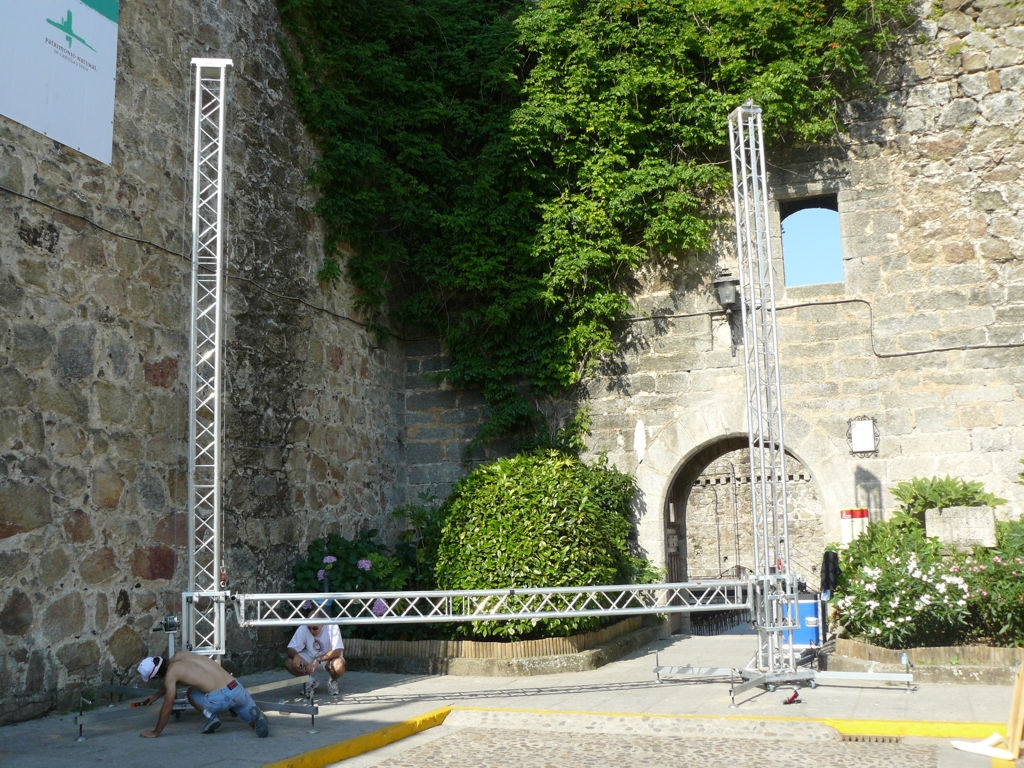Trussing goal post for LED screen @ Avila (Spain)